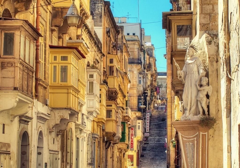 第64回<マルタ留学>地中海に浮かぶ小さな島、 マルタ共和国で英語を学ぼう!(前編)