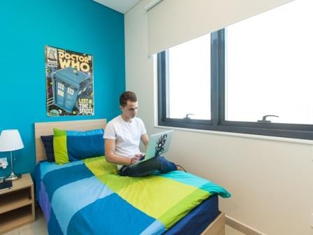 ESドバイの学生寮一人部屋