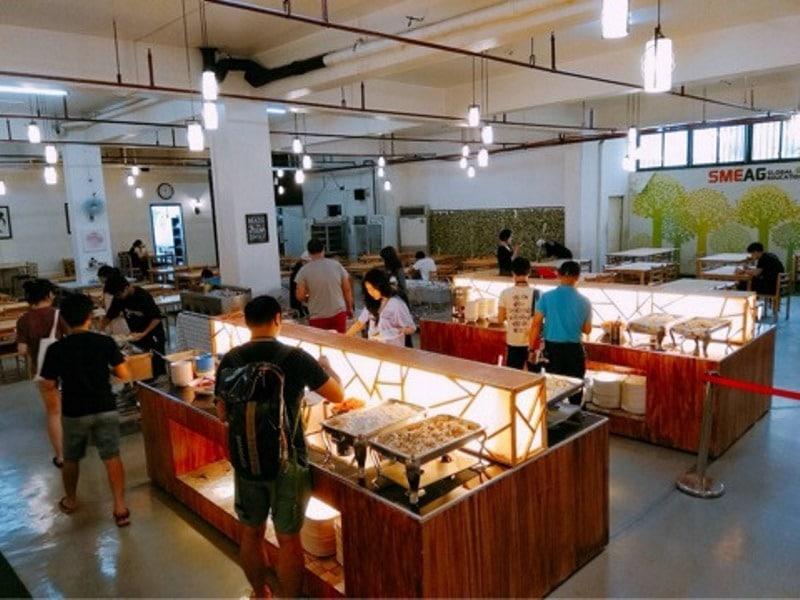 SMEAG キャピタル校の食事風景