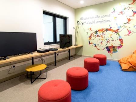 ESドバイの学生寮PCルーム