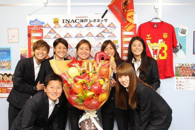 2015年4月3日、INAC選手が神戸支店を表敬訪問(2015年4月3日)