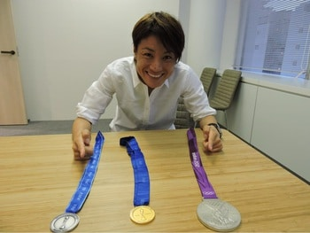 INAC神戸レオネッサの近賀選手がメダルを披露してくれました!
