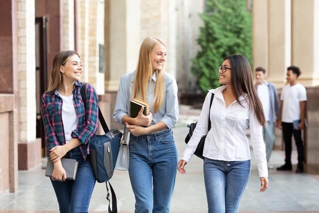 英語の試験が免除される?アメリカ大学留学の「条件付き入学」制度とは?