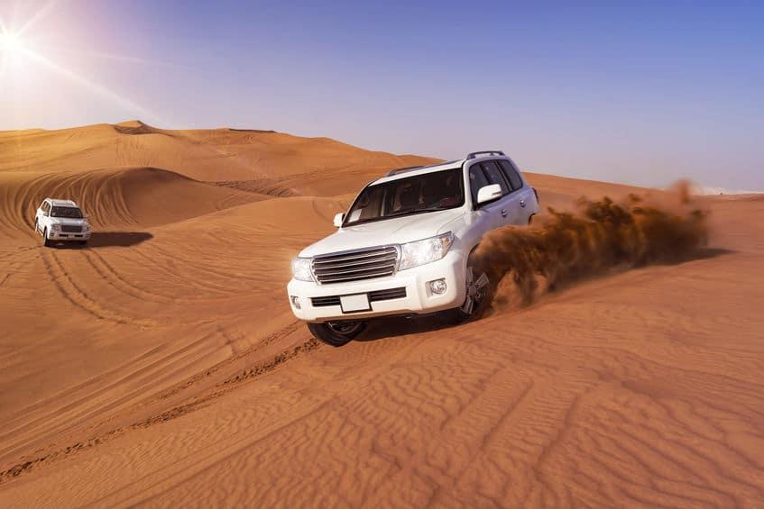 人気アトラクションの砂漠4WDツアー