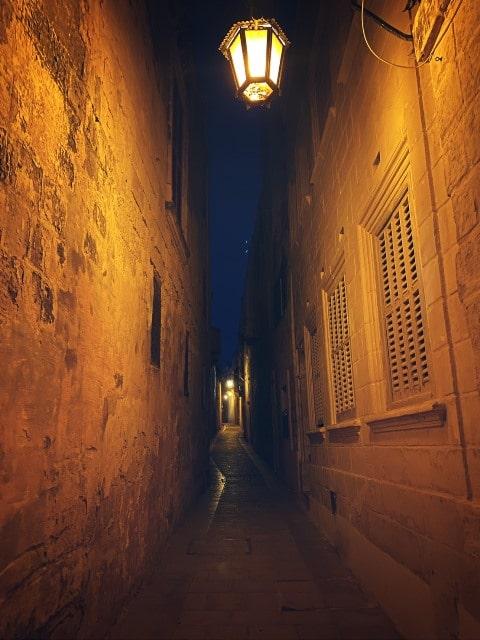 コロナ禍 マルタ留学 イムディーナ 夜 街灯きれい
